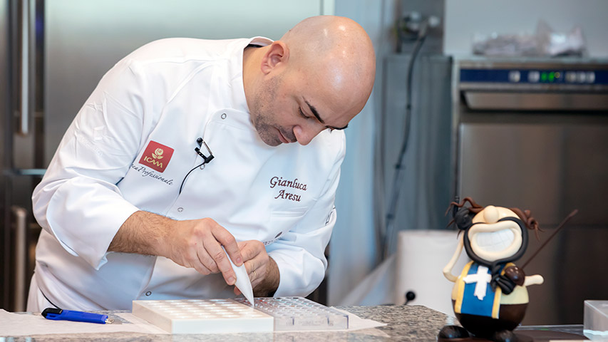 The training @ChocoCube has just stared. Easter collection by Gianluca Aresu